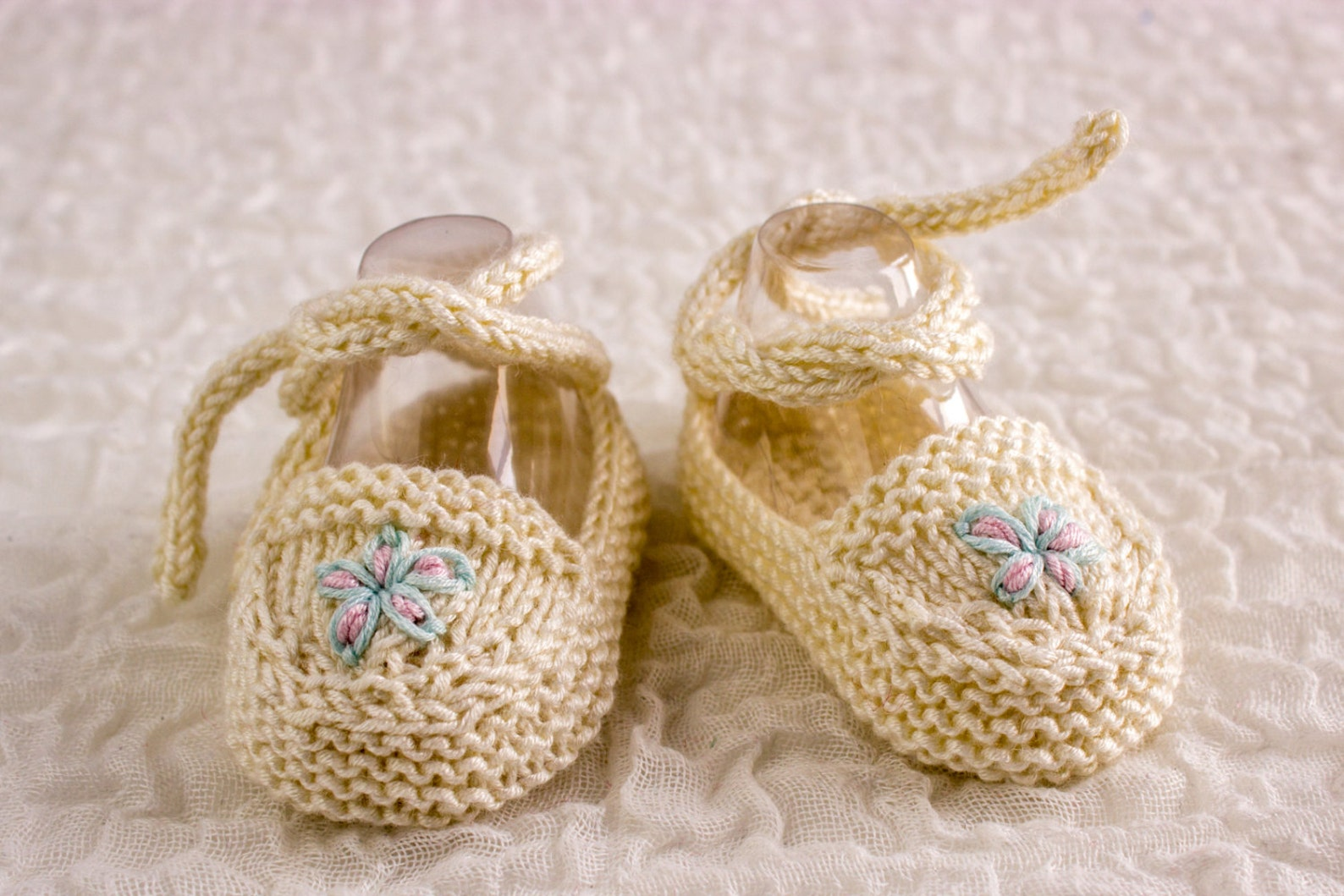 knitting pattern, baby ballet shoes, baby ballet slippers, cute baby booties, baby girl shoes , knitted baby ballet flats, 2 siz