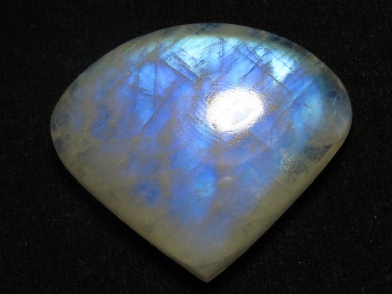 weight 63.00 crt 29x34 mm Heart Shape Cabochon size Rainbow Moonstone