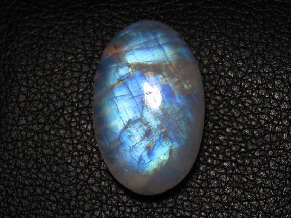 Arc-en-pierre de lune - bonne qualité - incroyable Flashy feu - forme ovale Cabochon - dimensions 18 x 29 mm - Poids 36,40 crt