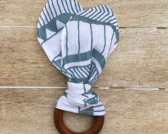 Native Stripe Organic Maple Teething Ring with Muslin Fabric