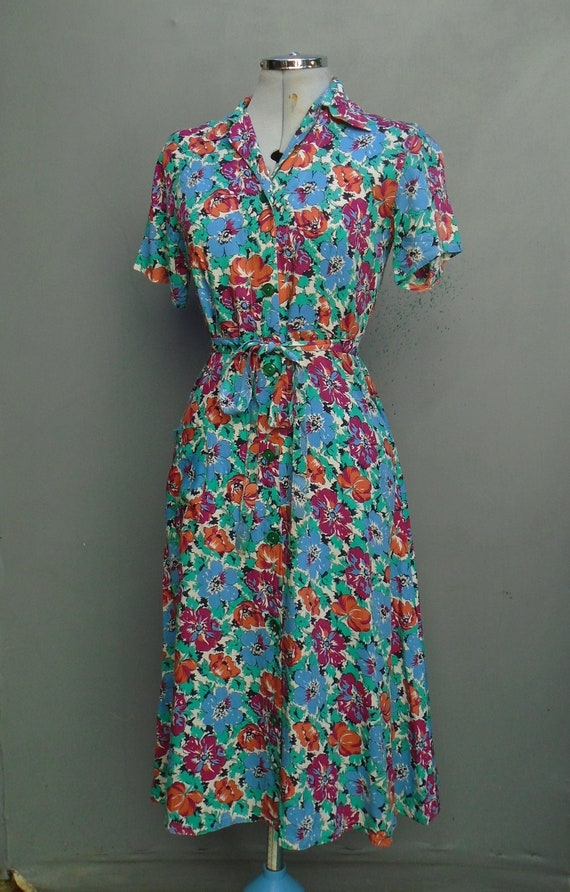 Beautiful Vintage Dress 1940s 50s WW2 Novelty Prin