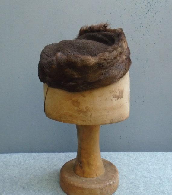 Vintage 1930s 40s Brown Boucle Pillbox Hat Fur Tri