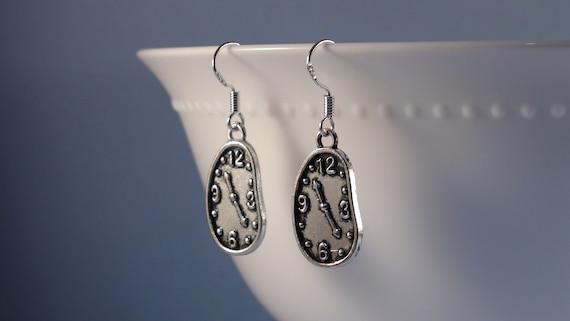 Schmelzende Uhr Ohrringe, Antik Silber schmelzen Deiche Uhr Ohrringe, Silber Uhr Charm Ohrringe, Silber Ohrringe