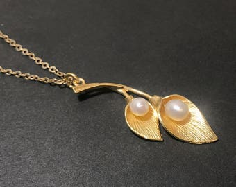 Flowers and pearls - goldfield pendant