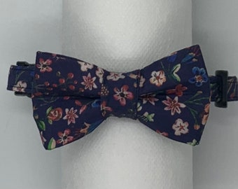 Cat collar with removable bow tie.