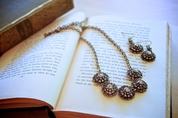 Vintage flowerburst necklace and earrings