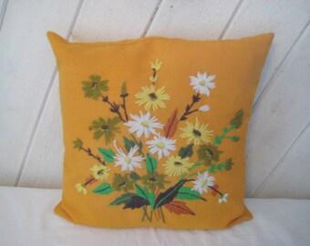 Vintage embroidered pillow, daisy pillow, floral pillow, orange, green, yellow, fall autumn pillow, decorative pillow,  1011