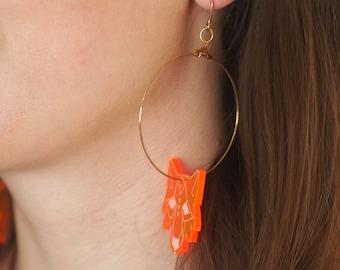 Creole earrings (large), Wolf, neon pink verion. Laser-engraved Plexiglas.