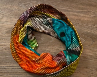 Unique Loop, red and green, soft quality, wearable artwork, PIlbri Design, fashion design