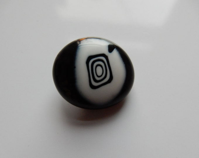 Fancy bicoloured glass pendant in black and white