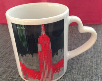Decorative porcelain cup with a Pilbri ® New York Art Design print