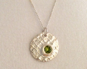 Silver necklace with silver pendant with a peridot, unique Pilbri Jewelry Design, 60 cm chain in sterling silver, structure