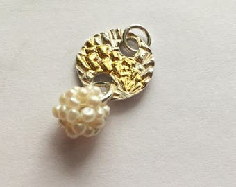 Beautiful pendant in a lovely shape, with finegold and a waterpearlbullet , Pilbri Jewelry Design, unique jewelry