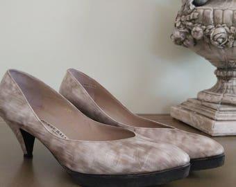 e9b36b0b36 1980s Pierre Balmain PARIS Mid Heeled Pumps Ladies' Shoes - Size 7