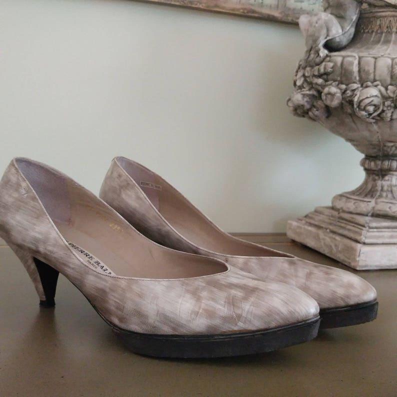 db9115f3c8688 1980s Pierre Balmain PARIS Mid Heeled Pumps Ladies' Shoes - Size 7