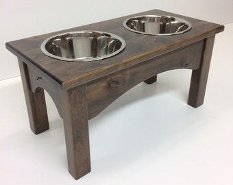 Barnwoodly raised dog feeder