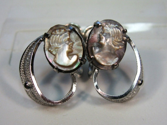 VINTAGE SILVER CARVED BLUE GRAY LADY CAMEO RHINESTONE DANGLE EARRINGS CLIP ON