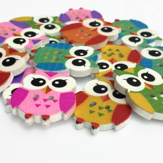 29 x 27mm SAME DAY FREE POSTAGE 10 x LARGE OWL WOODEN  BUTTONS