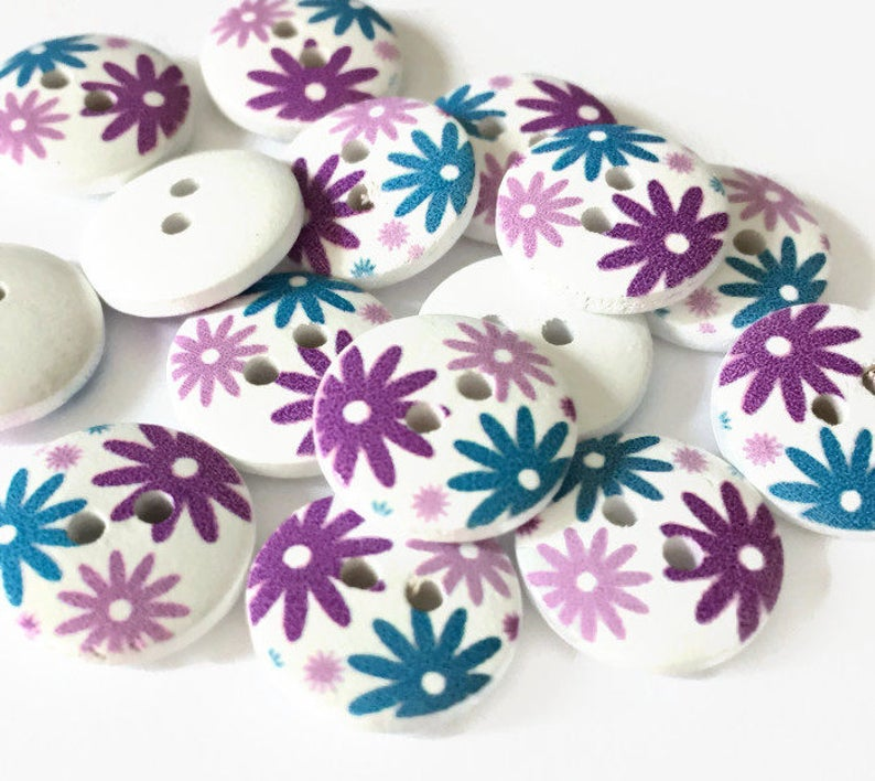 10 WOODEN SPOTTY FLOWER  BUTTONS 20MM  NEW OTHER COLOURS 2 HOLES GREEN WHITE