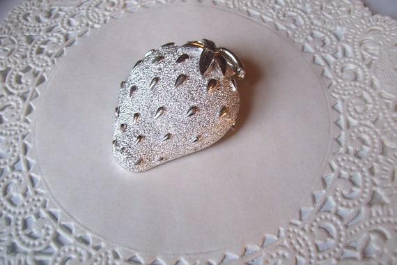 Strawberry brooch - Sarah Coventry Strawberry bro… - image 3