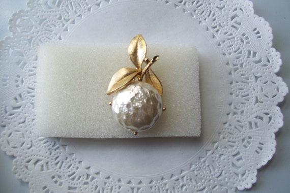 Sarah Coventry Pearl Bloom brooch - Pearl brooch … - image 7
