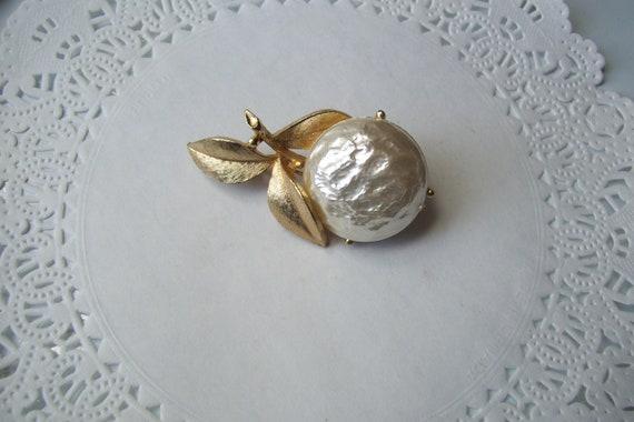 Sarah Coventry Pearl Bloom brooch - Pearl brooch … - image 1