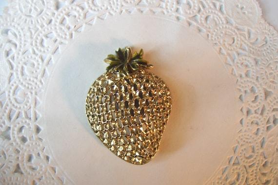 Strawberry brooch - vintage brooch - vintage jewel