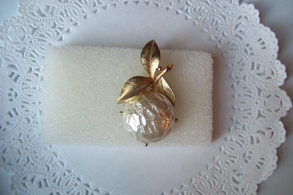 Sarah Coventry Pearl Bloom brooch - Pearl brooch … - image 8