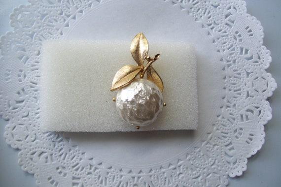 Sarah Coventry Pearl Bloom brooch - Pearl brooch … - image 3