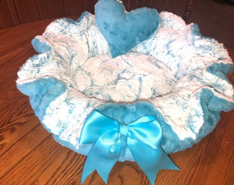 MAUI WAVE:  Turquoise embossed Minky paired with frosted turquoise luxe Minky bed