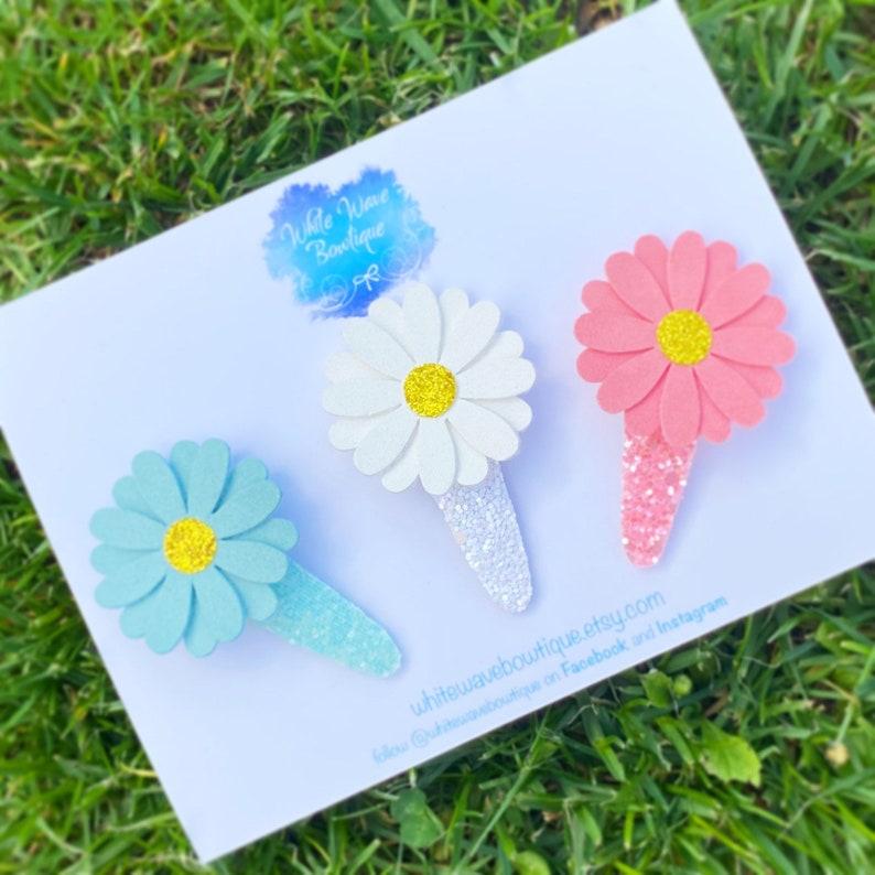 glitter snap clip Suede clip Flower hair slide daisies clip Daisy hair clip Glitter daisy clips glitter bow daisys glitter clic clac