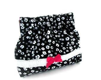 Squeeze coin pouch, mini bag, flex frame purse white flower on black