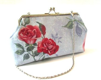 Red rose clasp purse, light blue frame bag red flowers, kiss lock clasp, silver metal purse frame, shoulder bag with chain