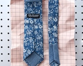 Jack Men's Skinny Necktie Classic point-end - Vintage floral medium indigo blue white Neck tie