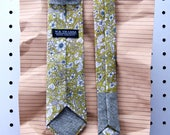 Ted Men's Skinny Necktie Classic point-end - Vintage floral cocktail olive Neck tie