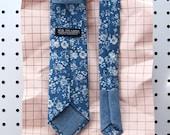 Jack Men's Skinny Necktie Classic point-end - Vintage floral medium indigo blue white Neck tie