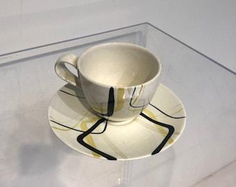 VINTAGE Red Wing Smart Set Flat Cup & Saucer Set