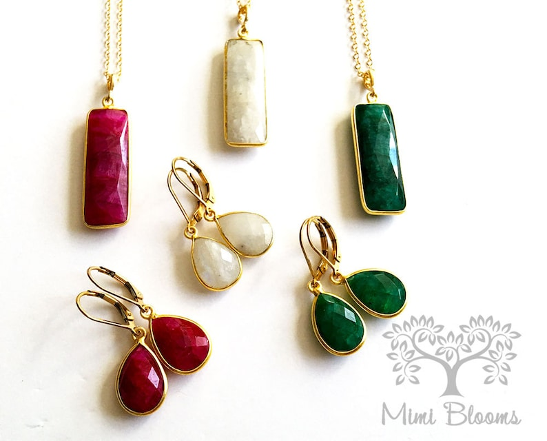 Gemstone Jewelry Set Matching Necklace and Earrings.
