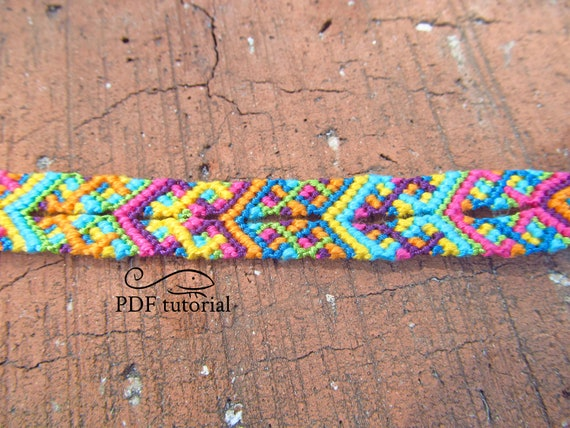 Friendship bracelet fleur pattern