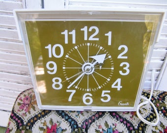 Vintage Retro WT Grants Electric Wall Clock in White and Green Retro Atomic Style Clock Model 10-116