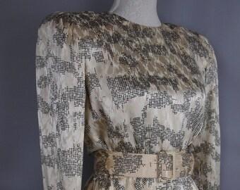 Silk blouse - 80s - cream blouse - monochrome shirt - button down shirt - silk shirt - vintage blouse - belted blouse