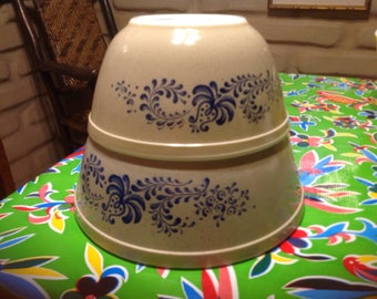 Vintage Pyrex sand with blue floral pattern mixing bowl set- 2 bowls- 2.5 qt., & 1.5 qt.