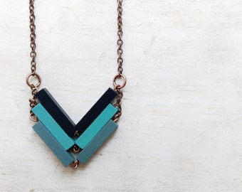Wood Chevron Necklace. Minimal and geometric necklace. Unique gift for sister. Sustainable gift. Boho gift for bff. Made in italy. NARCISSUS