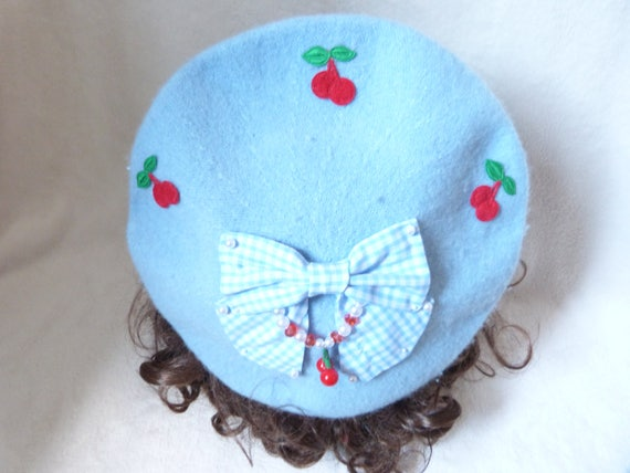 be0352ffa6bf7 Beret cherries and gingham