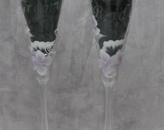 "10"" Bride & Groom Flared Glass Toasting flutes, Lavender Hydrangeas. Set of 2."