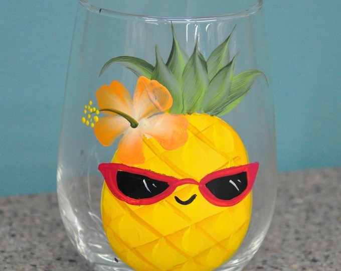 Single, 15 oz. Happy Pineapple wine glass