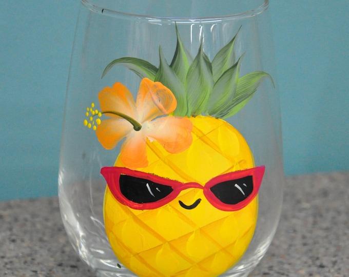 Single, 15 oz. Happy Pineapple wine glass
