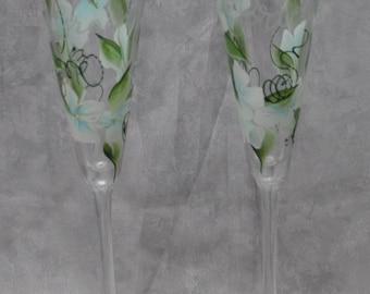"10"" Bride & Groom Flared Glass Toasting flutes, Light blue Hydrangeas. Set of 2."