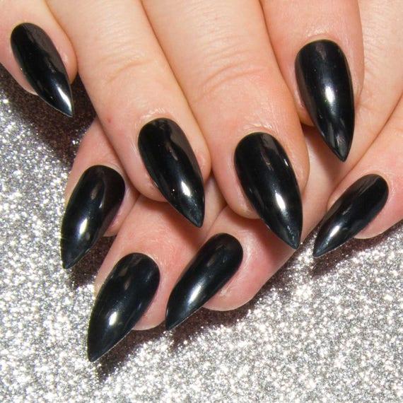 Schwarz Verchromte Nagel Gotischen Drucken Auf Den Nageln Etsy
