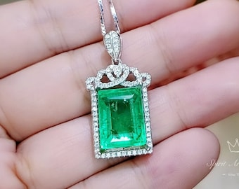 Emerald Crystal-Necklace-Round Emerald Pendant-Sterling Silver Chain Necklace-Green Vintage Pendant-Luxury May Birthstone-Christmas Sale !!